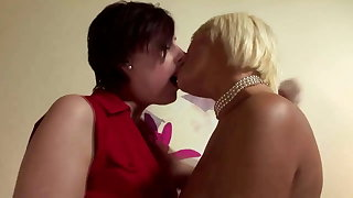 Glamourous lesbians love oral on their couch