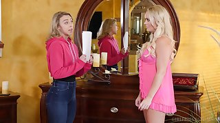 Attracting models Zoey Taylor and Alexis Monroe have nice sex